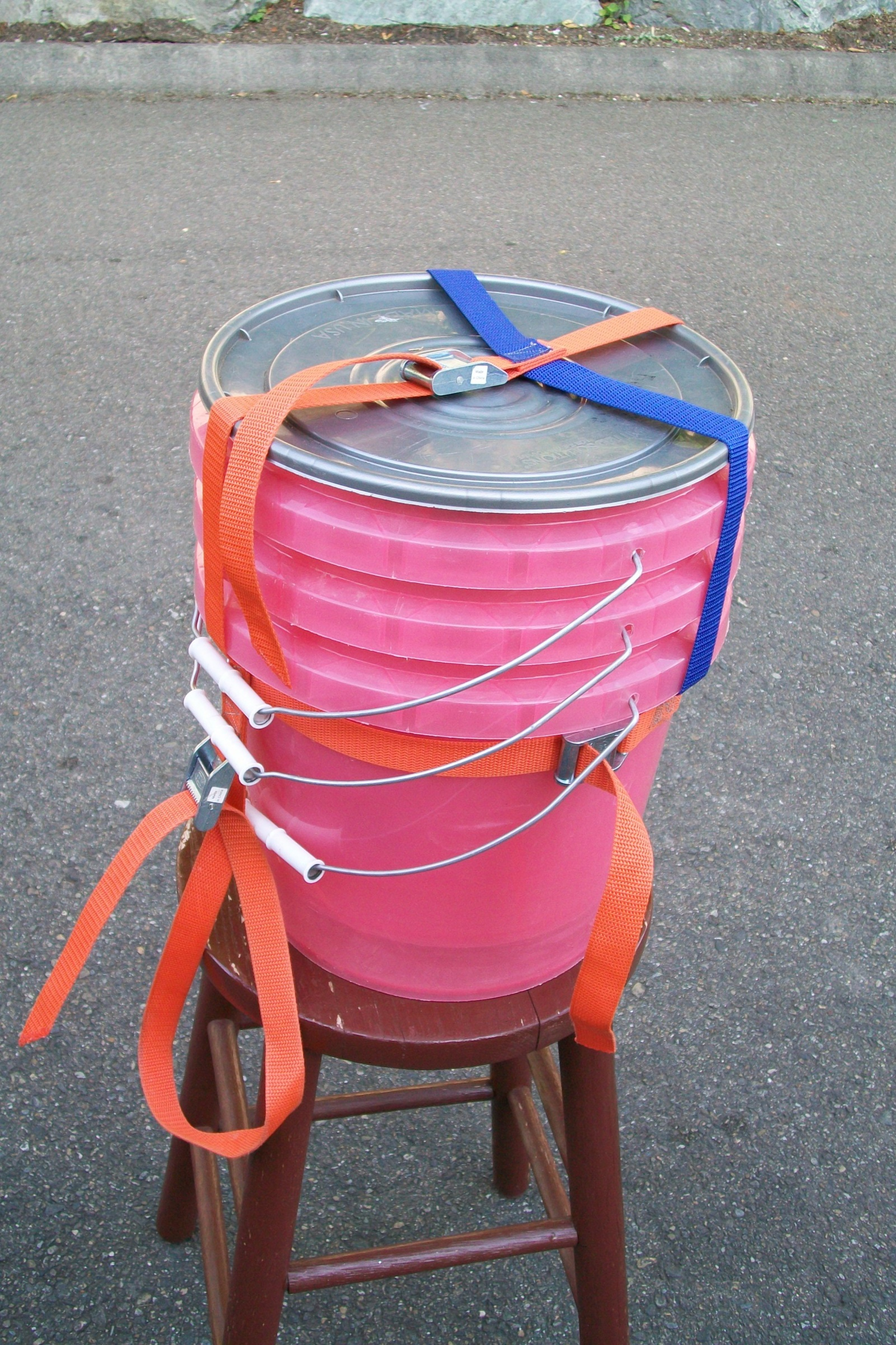 Click image for larger version  Name:Another bucket strap solution.jpg Views:204 Size:1.35 MB ID:6514
