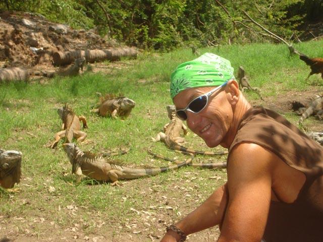 Click image for larger version  Name:Iguanas.jpg Views:129 Size:101.2 KB ID:585