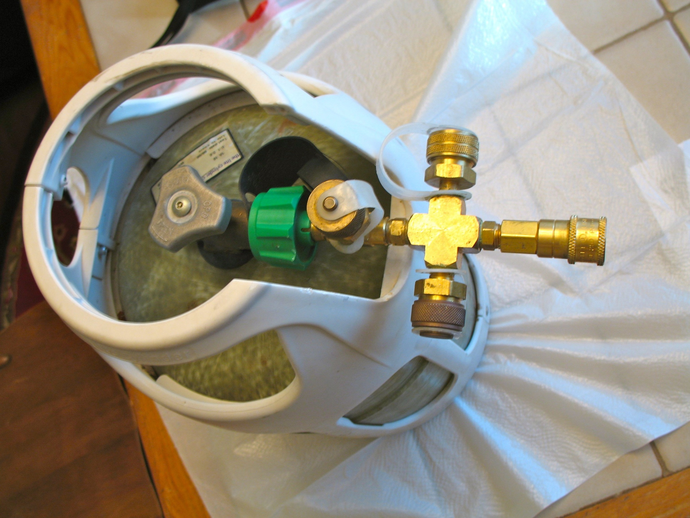 Click image for larger version  Name:manifold on tank.jpg Views:412 Size:969.4 KB ID:4695