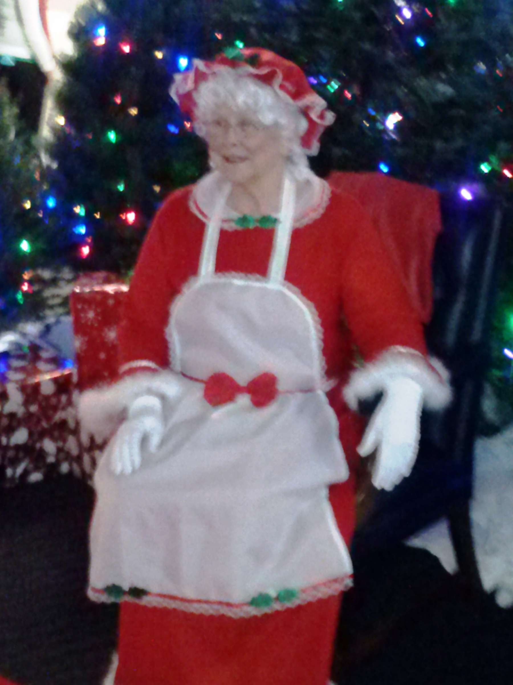 Click image for larger version  Name:Mrs. Santa.jpg Views:192 Size:669.2 KB ID:9202