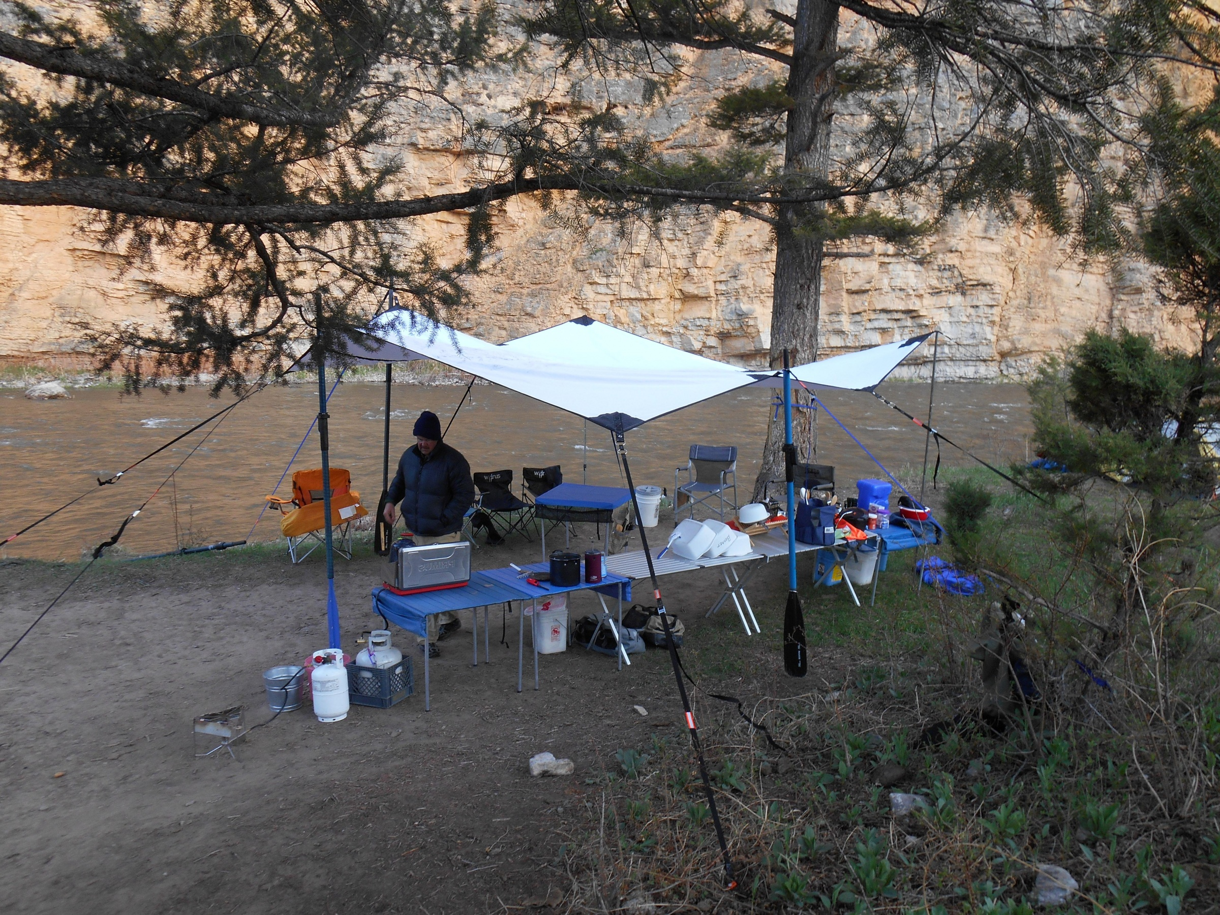 Click image for larger version  Name:Tarp on Smith River May 2013 #2.jpg Views:1177 Size:1.92 MB ID:6509