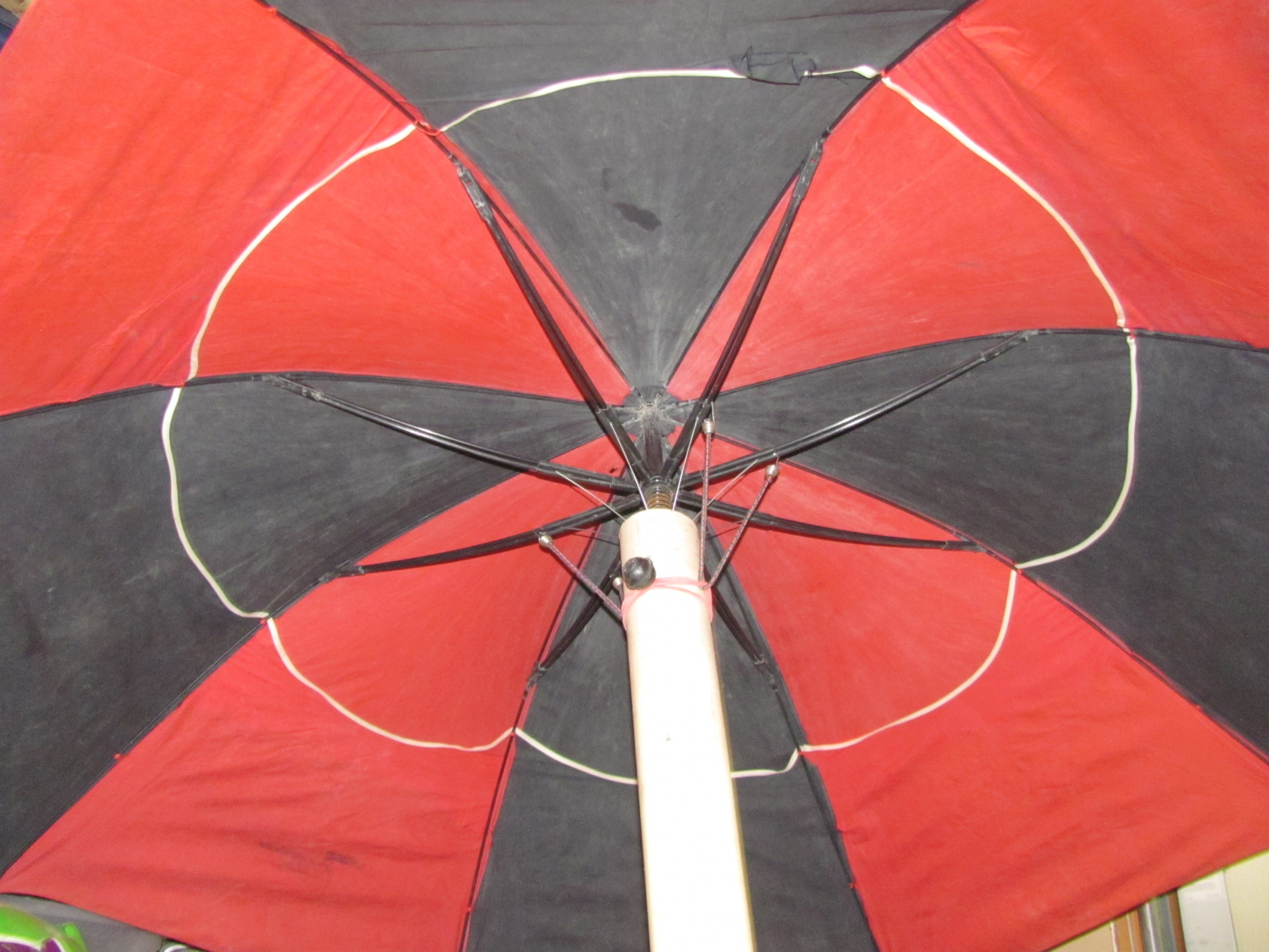 Click image for larger version  Name:umbrella pictures 004.jpg Views:89 Size:1.06 MB ID:15546